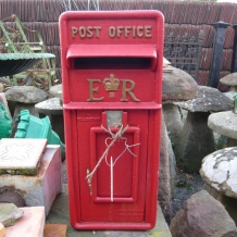 ER Elizabeth Regina Cast Iron Post Box